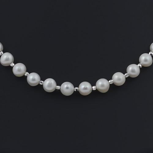 Ожерелье из жемчуга белого цвета со вставками