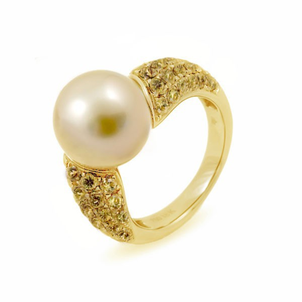 Кольцо из золота 750 пробы с жемчугом южных морей и сапфирами