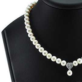 Ожерелья из жемчуга с подвесками